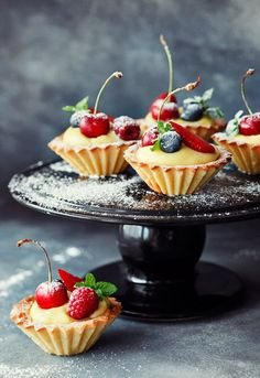 Brittle Cupcakes with Cream & Fruit