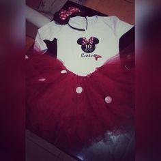 Conjunto minnie com tutu personalizado e camiseta personalizada com o nome da criança.