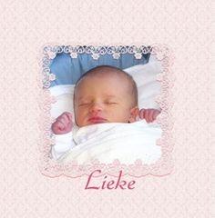 Geboortekaartje foto achter roze kant. De goedkoopste geboortekaartjes online ontwerpen en bestellen via http://www.geboortepost.nl/geboortekaartjes/foto-laten-plaatsen/own-picture-behind-cute-pink-vk.html