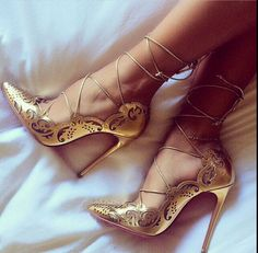 Captivating Gold Heels Shoes Ideas That Every Women Will Love - How can women resist a pair of cute shoes? Particularly, the gold evening shoes which are very popular to women now that can be paired in every dresse. Cute Shoes, Women's Shoes, Shoe Boots, Strappy Shoes, Heeled Boots, Strap Sandals, Gladiator Heels, Fall Shoes, Winter Shoes