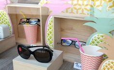 Vitrine été optique par La Belle Idée. www.la-belle-idee... #lunettes #vitrine #etalage #decor #tropical #ananas #opticien