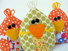 Oh my goodness... adorable chicks that are ice packs. I have to make them for each of my grandsons!