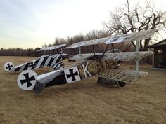 Fokker Dr1, Aeroplanes, Luftwaffe, World War I, Picnic Table, Railroad Tracks, Aviation, Aircraft, Birds
