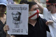 Después de la cacería humana más grande y más famosa de la historia moderna de los Estados Unidos, finalmente se pudo localizar a Osama bin Laden, el hombre presuntamente responsable de concebir los ataques del 9/11 en Nueva York y el Pentágono. El 2 mayo del 2011 fuerzas navales atacaron el complejo de bin Laden en Abbottabad, Pakistán, matando al fundador de al-Qaeda y otras cuatro personas. Osama bin Laden's death (2011) - Ray Tang/REX
