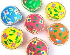 Diya Decoration Ideas, Diy Diwali Decorations, Festival Decorations, Diwali Diya, Diwali Craft, Diya Designs, Rangoli Designs, Party Photo Frame, Jewelry Drawer