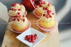 Delizie alla rosa con caramello e rubini ♥ ✿⊱╮ ♥ #photography  ♥ ╭✿⊰ ༺♥༻    #beautiful #stills #foodstyling #fruit #cupcakes #pomegranate #red   ©  Deborah dhmig