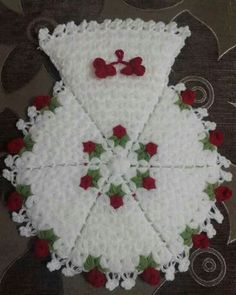 This Pin was discovered by müb Afghan Patterns, Hacks, Elsa, Diy And Crafts, Knitting, Create, Holiday Decor, Bb, Scrappy Quilts