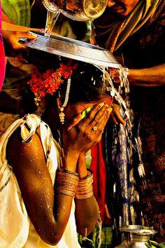 chendur: A Ceremony in a Tribal Marriage Amazing India, Just Amazing, Indian Colours, India And Pakistan, Exotic Beauties, Photographs Of People, Travel Channel, World Cultures, People Around The World