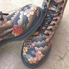 Dr Martens; bottes; chaussures; asiatique; carpe koi; sakura; fleurs cerisier