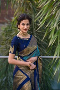 Perfect blouse design Being hyderabadi Silk Saree Blouse Designs, Saree Blouse Patterns, New Blouse Designs, Blouse For Silk Saree, Pattern Blouses For Sarees, Indian Blouse Designs, Silk Blouses, Look Fashion, Indian Fashion