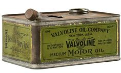 Valvoline Medium Motor Oil Old Gas Pumps, Vintage Gas Pumps, Vintage Oil Cans, Vintage Tins, Gas Service, Old Garage, Old Gas Stations, Vintage Packaging, Tin Containers