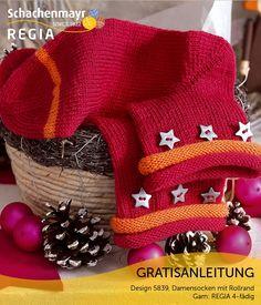 Eine tolle Geschenkidee für Fans von ausgefallenen Sockendesigns! Aus #Regia 4-fädig entstehen diese besonderen Socken mit Rollrand, die mit den aufgenähten Sternknöpfen richtig Lust auf Weihnachten machen.
