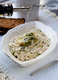 Girit Ezme – Mutfak Sırları – Pratik Yemek Tarifleri – Vegan yemek tarifleri – Las recetas más prácticas y fáciles Yummy Recipes, Salad Recipes, Cooking Recipes, Healthy Recipes, Good Food, Yummy Food, Creta, Appetizer Salads, Snacks Für Party