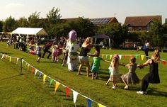 English school summer fete photo of the day: tug of war Country Wedding Games, English Country Weddings, Carnival Games, Carnival Ideas, Easter Festival, Fete Ideas, Village Fete, School Fair
