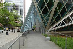 Seattle Public Library, Seattle, Washington by Frankphotos, via Flickr Public Library Architecture, Seattle Library, Seattle Washington, Louvre, Building, Modern, Trendy Tree, Buildings, Construction