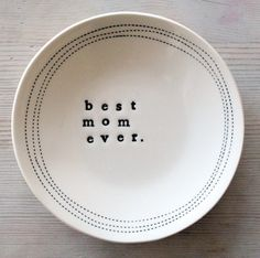 IN STOCK 5 dish best mom ever. Ceramic Plates, Ceramic Pottery, Pottery Art, Ceramic Art, Pottery Ideas, Diy Clay, Clay Crafts, Hallway Art, Beste Mama