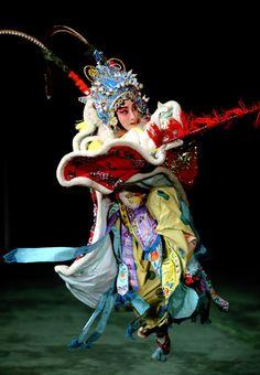 beautiful! Traditional Chinese, Chinese Style, Chinese Paper Cutting, Chinese Opera, China Art, Dance The Night Away, Beijing, Asian Woman, Beautiful Pictures