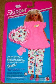 1995 Skipper Fashions - Pajamas PJs Slippers Pillow - Teen Sister of Barbie Barbie 1990, Barbie Skipper, Vintage Barbie Dolls, Barbie And Ken, Barbie Dress, Barbie Clothes, Barbie Stuff, Barbie Outfits, Miniture Dollhouse