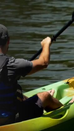 Learn the best ways to transport your kayak to the water destination where you will be using it. Recreational Kayak, Kayak Adventures, Rowing, Kayaking, Make It Simple, Journey, Paddles, Water, Gripe Water