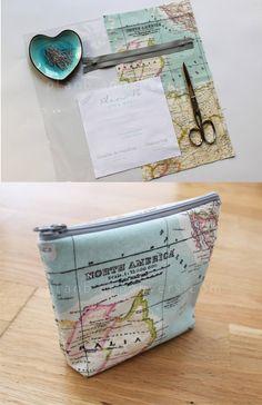 cute map fabric - - - Travel Makeup Bag with Free Pattern Makeup Bag Organization, Diy Makeup Storage, Storage Ideas, Patchwork Quilting, Sewing Hacks, Sewing Projects, Sewing Diy, Notebook Diy, Diy Sac