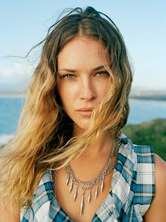 Erin Wasson summer makeup and beachy waves