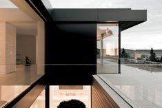 Der Grundriss inszeniert korrespondierende Sichtachsen, davon die obere Wohnebene | Think Architecture ©Think Architecture, Marco Zbinden, Zürich