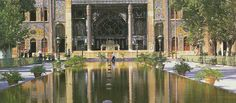 Golestan Palace Museum in Tehran / olokosmon / eau / bassin / palais / architecturegrandiose / pilier / composition Places Around The World, Travel Around The World, Around The Worlds, Persian Garden, Tehran Iran, I Want To Travel, Facade Architecture, Medicinal Plants, Palace