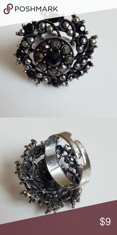 Vintage ring Vintage costume jewelry. Adjustable size, as shown in second pic. Perfect condition. Jewelry Rings