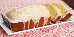 Starbucks' Lemon Pound Cake w/Icing Dessert Bread, Dessert Recipes, Lemon Desserts, Moist Chocolate Mug Cake, Yummy Treats, Sweet Treats, Yummy Food, Tasty, Starbucks Lemon Pound Cake