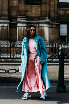 The Best Street Style Looks From Paris Fashion Week Fall 2018 - Fashionista Looks Street Style, Street Style Trends, Autumn Street Style, Cool Street Fashion, Look Fashion, Korean Fashion, Fashion Tips, Fashion Design, Fashion Weeks