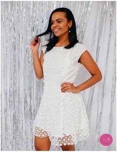 O vestido branco em renda é uma aposta certa! #Vemprazas
