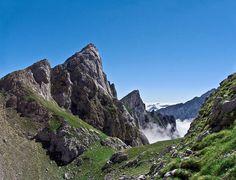 Cuvicente, Jultayu y mar de nubes desde el collado con el Peña Blanca. Picos de Europa, Macizo Occidental.