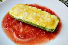 Calabacitas con elote y queso, servidas con salsa de jitomate #meatlessmonday #vegetariano
