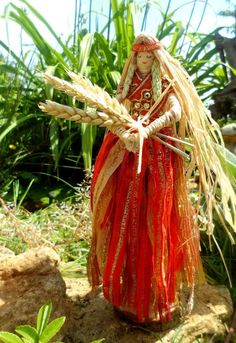 Handcrafted Lammas Corn Dolly Demeter Grain Mother Goddess of Abundance. Hmm, I wonder if corn husk dolls started in relation to Lammas. I've owned corn husk dolls all my life but never considered them in connection to any holiday. Corn Husk Crafts, Wiccan, Magick, Corn Dolly, Corn Husk Dolls, Mother Goddess, Harvest Season, Mabon, Sabbats