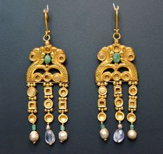 Byzantine Gold Earrings from Egypt (by Osama Shukir Muhammed Amin) -- These earrings show the skill and the quality achieved by Byzantine jewellers. They come from a treasure of 36 pieces found in Egypt (the treasure is É Byzantine Gold, Byzantine Jewelry, Viking Jewelry, Antique Jewelry, Egypt Jewelry, Greek Jewelry, Ancient Egyptian Jewelry, Roman Jewelry, Ancient Artifacts
