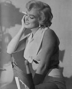 Iconic images of the Hollywood actress and sex symbol Marilyn Monroe Hollywood Icons, Hollywood Actresses, Old Hollywood, Actors & Actresses, Marilyn Monroe Movies, Marilyn Monroe Photos, Brigitte Bardot, Marilyn Monroe Cuadros, Marlene Dietrich