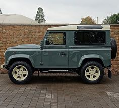 Land Rover Defender 90 Td4 Sw Se customized Twisted.