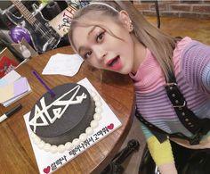 Cute Korean Girl, Kpop, My Favorite Things, Cake, Queens, Celebs, Artists, Female, Zodiac Signs Months