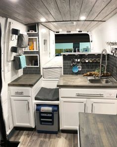 Camper Van 20 Awesome Sprinter Camper Van Umbau - Decoratop Old Fashion Bread This is a bread for br Camping Car Sprinter, Motorhome Sprinter, Kombi Motorhome, Camper Trailers, Travel Trailers, Camping Diy, Van Camping, Camping Ideas, Camping Style