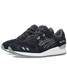 The Asics 'Puddle Pack' showcases that occasionally simplicity is the perfect approach to a clean, eye-catching shoe. Sporting a predominantly suede upper with tonal mesh to the tongue and leather formstripes, accents of grey feature to the heel clip, eyelets, branding and toe box. The clean white midsole adds the perfect contrast with the grey outsole finishing to precision.  Tonal Suede Uppers Grey Accents GEL Cushioning Technology Clean White Midsole Rubber Outsole