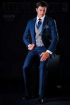 Navy blue notch lapel wedding suit #groom #luxury #tuxedo #menswear #formalwear #dapper #madeinitaly