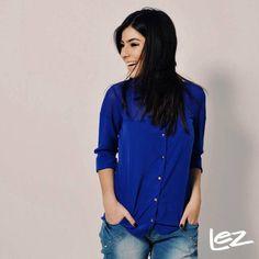 E quem disse que não se pode arrasar com um look básico? A combinação de jeans largo + camisa clássica com a cor que é tendência certa do verão Lez a Lez é a prova de que com peças simples - mas com detalhes incríveis e que fazem toda a diferença - você pode criar um look digno de blog de moda e que combina com qualquer situação.  Peças-chaves de todo guarda-roupa de verão que se preze e que não vale ficar só no desejo, hein? Fica a dica!