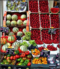 Full of good Feng Shui: fresh vegetables and fruits at a market New Fruit, Fresh Fruit, Healthy Foods To Eat, Healthy Eating, Happy Healthy, Healthy Fit, Eating Clean, Vegan Foods, Smoothie