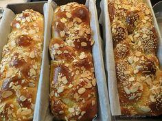 Τσουρέκια φανταστικά -idiva.gr Greek Desserts, Greek Recipes, Cookbook Recipes, Cooking Recipes, Hot Dog Buns, Banana Bread, Easter, Sweets, Ethnic Recipes