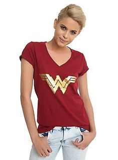 DC Comics Wonder Woman Gold Foil Logo Girls V-Neck T-Shirt, BURGUNDY