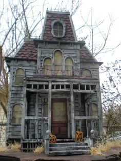 30 Cool Haunted House Crafts Perfect for Halloween These trendy Halloween ideas would gain you amazing compliments. Check out our gallery for more ideas these are trendy this year. 30 Cool Haunted House Crafts Perfect for Halloween Old Abandoned Houses, Abandoned Mansions, Abandoned Buildings, Abandoned Places, Old Houses, Casa Halloween, Halloween Haunted Houses, Trendy Halloween, Halloween Ideas