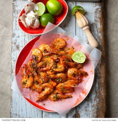 {South African Recipe} Roasted Garlic Prawns- I luv prawns and shrimp and wanna experiment more with them Prawn Recipes, Fish Recipes, Seafood Recipes, Cooking Recipes, Healthy Recipes, Easy Cooking, Garlic Prawns, Roasted Garlic, South African Recipes