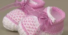 Receitas de trico fáceis de fazer e com passo a passo e video explicativo Knit Baby Shoes, Crochet Baby Boots, Knit Baby Booties, Knitted Baby Clothes, Booties Crochet, Baby Hats Knitting, Knitting Patterns, Crochet Patterns, Hipster Babies