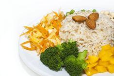 Týždenný jedálniček na chudnutie: Toto vás prekvapí! - cvikynadoma.sk Broccoli, Mashed Potatoes, Grains, Rice, Thanksgiving, Vegetables, Ethnic Recipes, Food, Recipes For Dinner