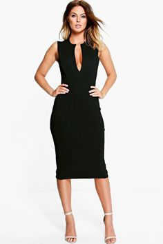 Step into the soft tailoring trend with boohoo's latest edit of women's suits, from tailored suit sets to trouser suits and blazers, find it all right here. V Neck Midi Dress, Dress Up, Going Out Dresses, Dresses For Work, Bodycon Fashion, Trouser Suits, Latest Dress, Suits For Women, Dress Collection